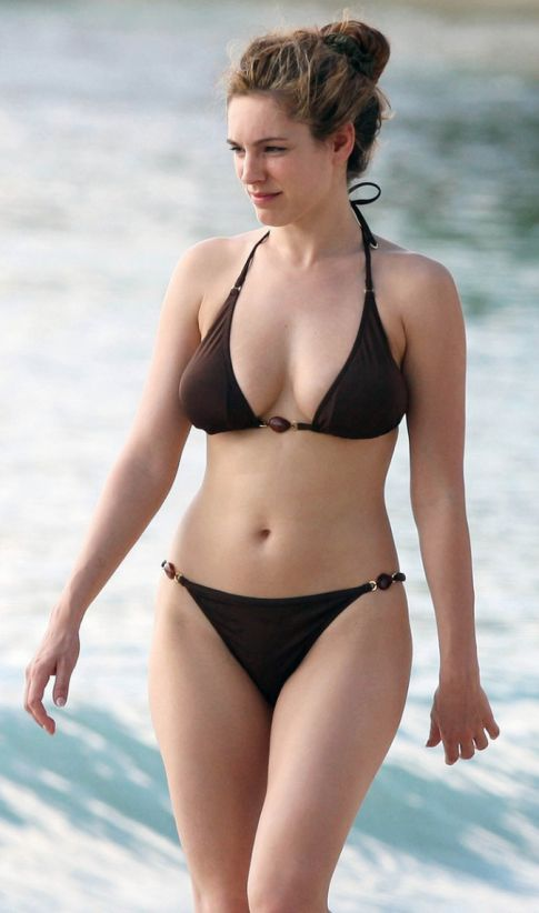 Kelly Brook Sweet Bikini Candids