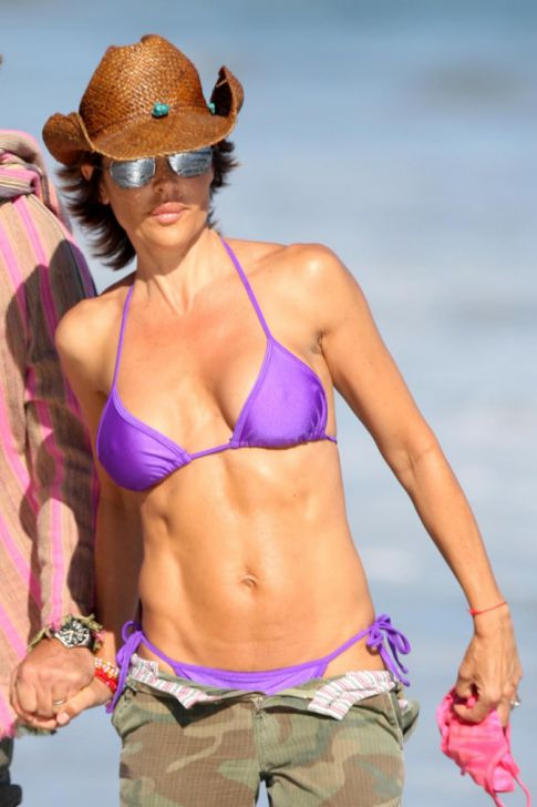 Lisa Rinna's a Butterface with Killer Abs