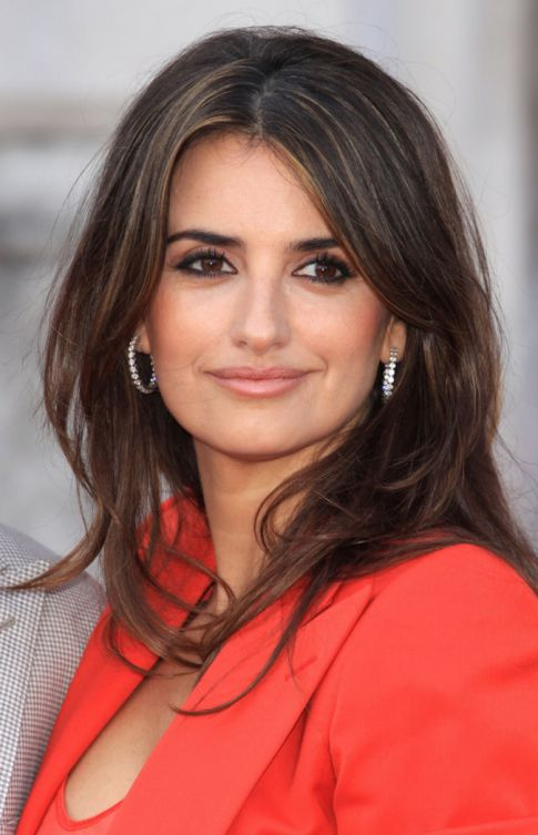 Caution: Bambino on Board for Penelope Cruz