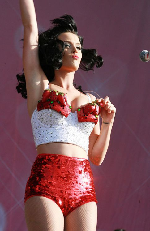 Katy Perry's Very Bouncy Up Top