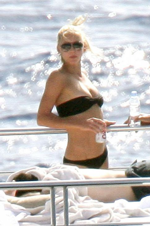 Anna Kournikova Is On A Boat In Our Favorite Outfit: A Bikini