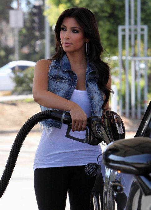 Kim Kardashian Pumps Gas Like She's Pumping Reggie Bush