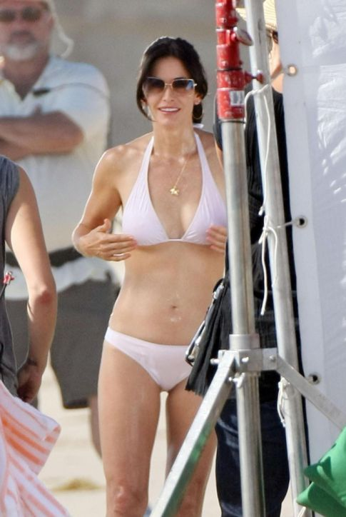 Courteney Cox-Arquette Rocks The Bod In A Teeny Weeny Bikini