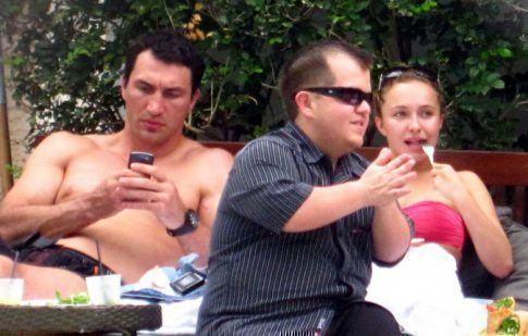 Hayden Panettiere's Boyfriend Is Awkwardly Much Bigger Than She...Weird.