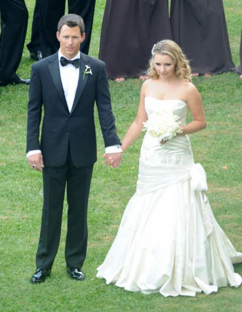 Beverley Mitchell Gets Married, Enters 7th Heaven