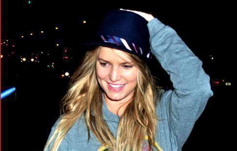 Jessica Simpson Is The Poor Man's Hipster (Or A Really Good Avril Lavigne Impersonator)