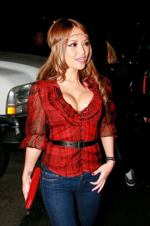 Top 20 Celebrity Babes with Mouth Watering Cleavage