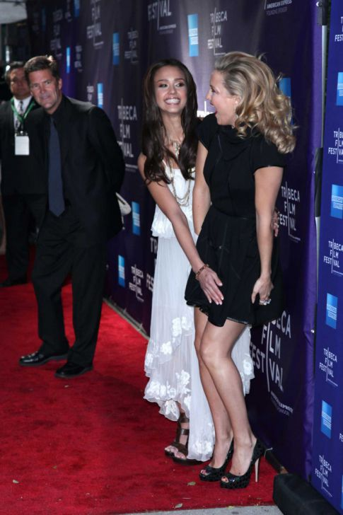 Jessica Alba To Kate Hudson's Rescue!
