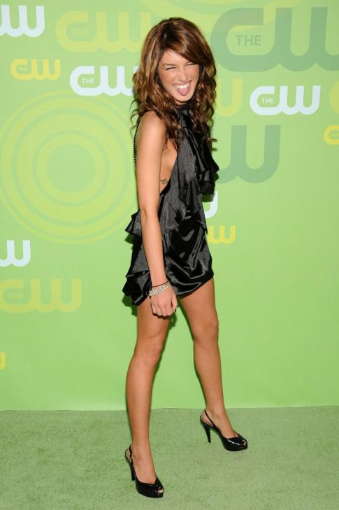 Shenae Grimes is Goofy, Sexy