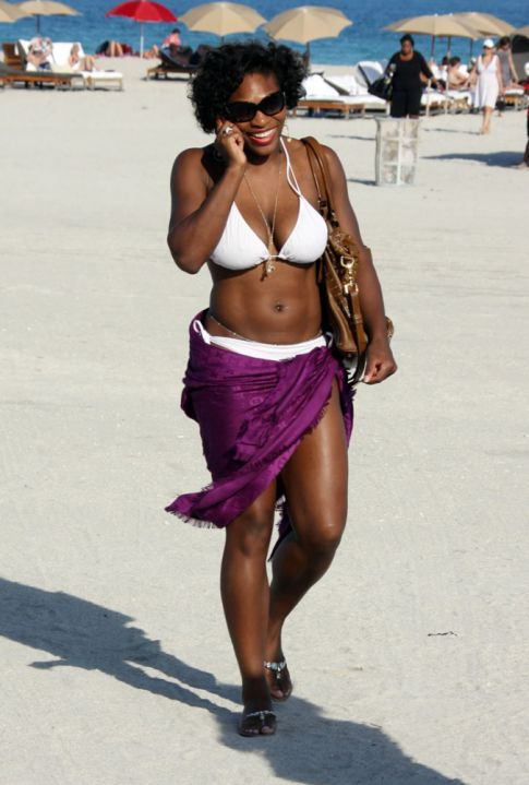 Serena Williams Relaxes at Miami Beach