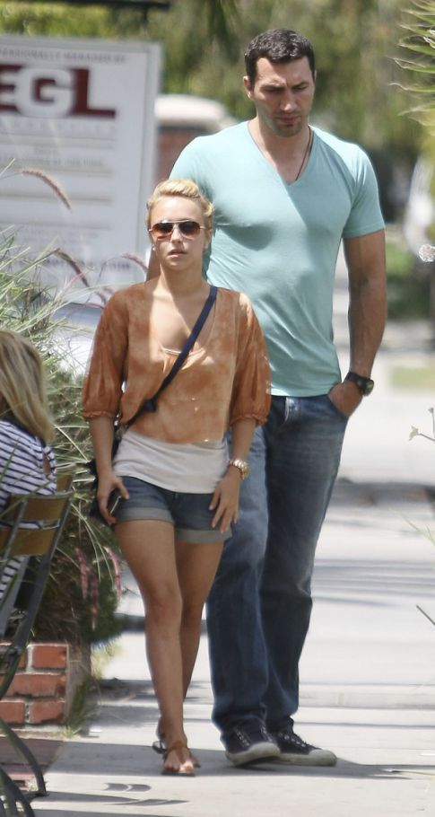 Hayden Panettiere's Still Dating That Giant Dude