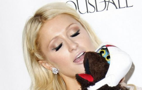 Paris Hilton Buries The Hatchet And Helps Lindsay Lohan