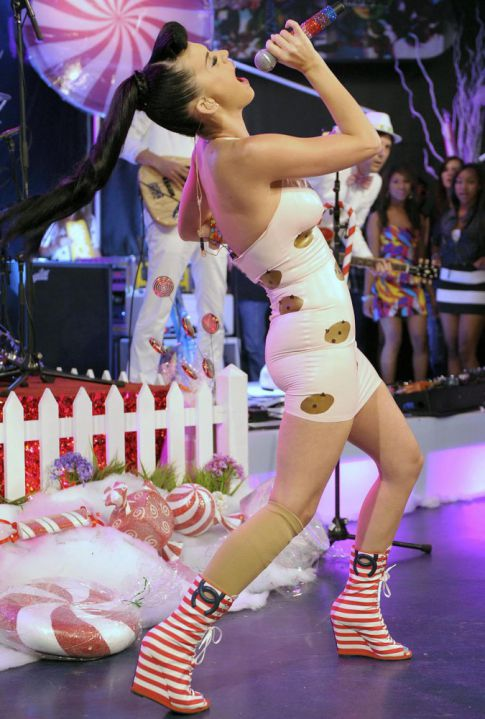 Hot Girl Hump Day: Katy Perry's Sweeter Than A Box Of Chips Ahoy