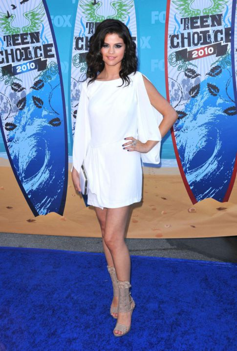 Teen Choice Awards: Selena Gomez A Vision In White