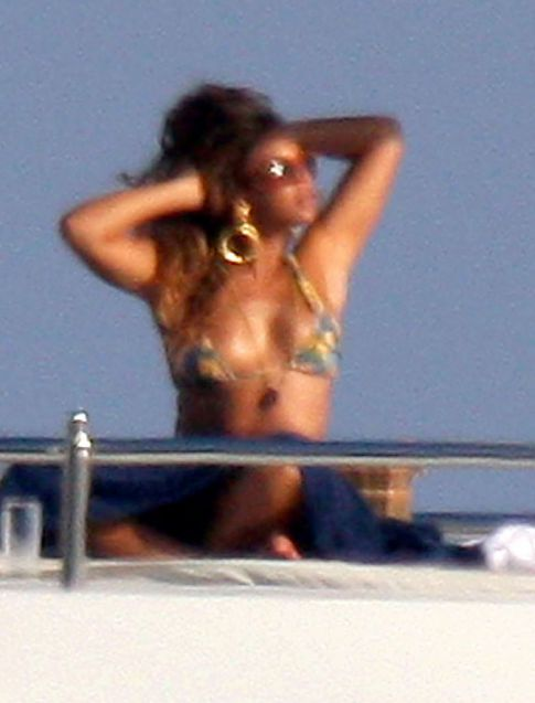 Your Weekly Bikini's: Beyonce
