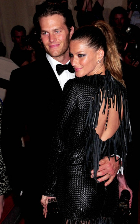 Tom Brady & Gisele Bundchen Are So Loaded They Can Dish $7,500 On Christmas Lights