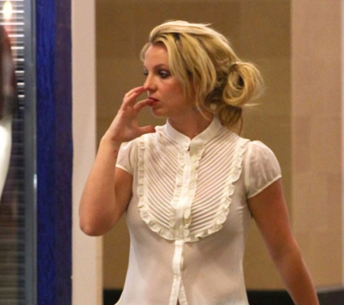 Britney Spears Leaves Attorney's Office Crying And Goes Shopping