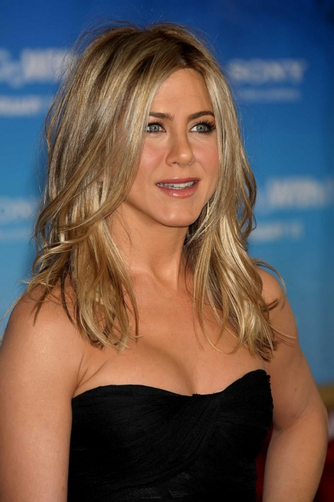 Hot Gal Friday: Jennifer Aniston's Red Carpet Glam