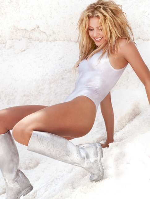 Shakira's One Piece Is Pretty Awesome