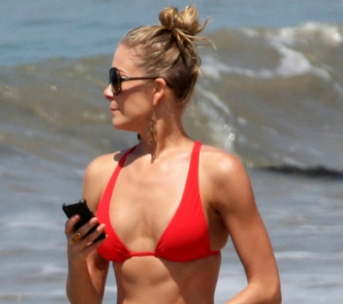 LeAnn Rimes Grosses Us Out In A Bikini