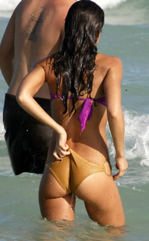 Jessica Alba Is Uncomfortable In A Bikini