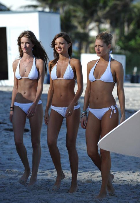 Miranda Kerr Went to the Beach, Brought Friends