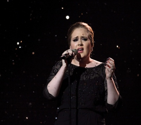 Adele�s voice left un-damaged after throat surgery.