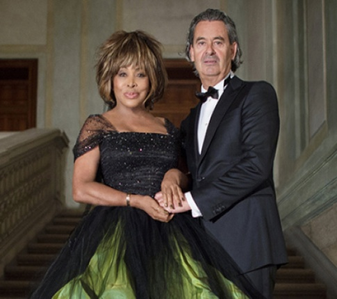 Tina Turner shows us how it's done - again!