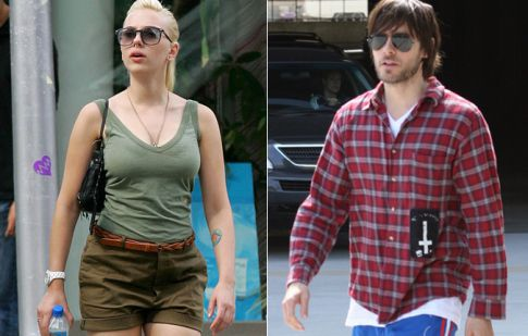 Jared Leto is a Womanizer, Flirts with Married Girl Scarlett Johansson