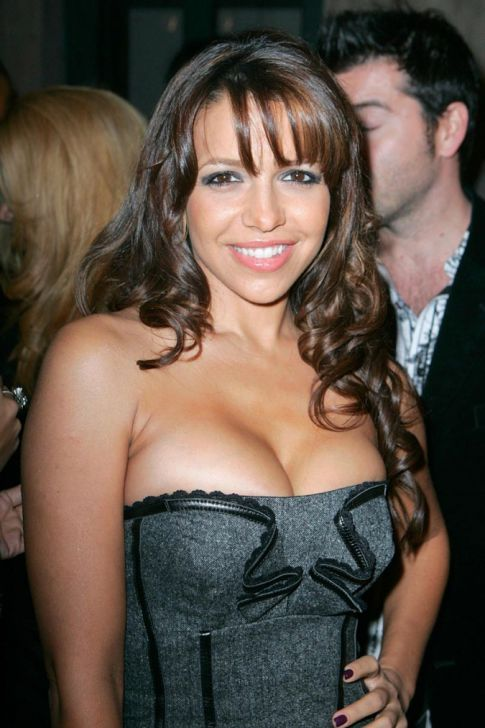 Vida Guerra Switched Assets, Cleavage