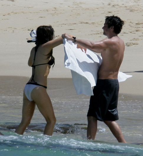 Kate Beckinsale Gets Wet from Snorkeling