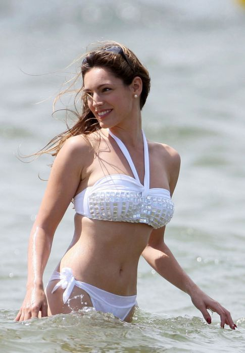 Kelly Brook is Now Single, Still No Hope for You