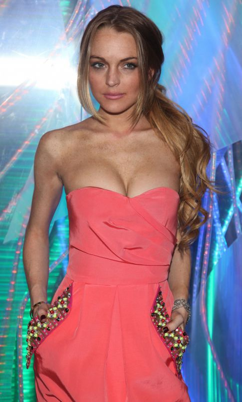 Lindsay Lohan Losing Weight Like Whoa, Craves Attention Not Food