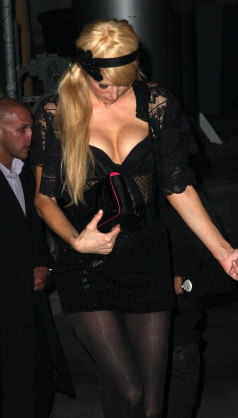 Paris Hilton's Magic Show, Bibbidi-Bobbidi-Boobs!